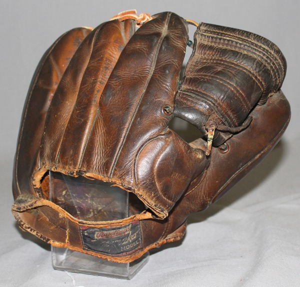 Baseball glove used by Helen Nicol Fox