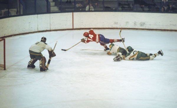 Photo de Bob Gainey jouant au hockey