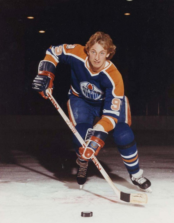 photograph of Wayne Gretzky in uniform