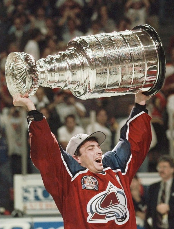 photograph of Joe Sakic holding Stanley Cup
