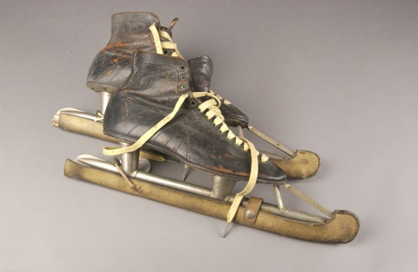speed skates with leather boot and guards