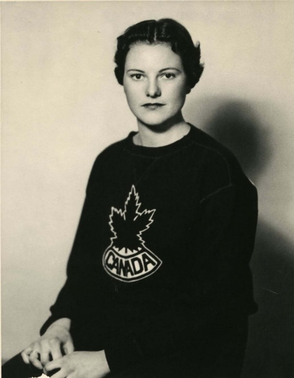 photo de Phyllis Dewar portant un chandail d'Équipe Canada