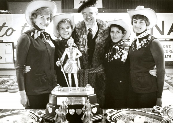 Photograph of women's curling team with Macdonald's Lassies trophy