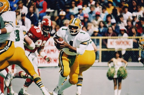 action shot Warren Moon Edmonton Eskimos with football